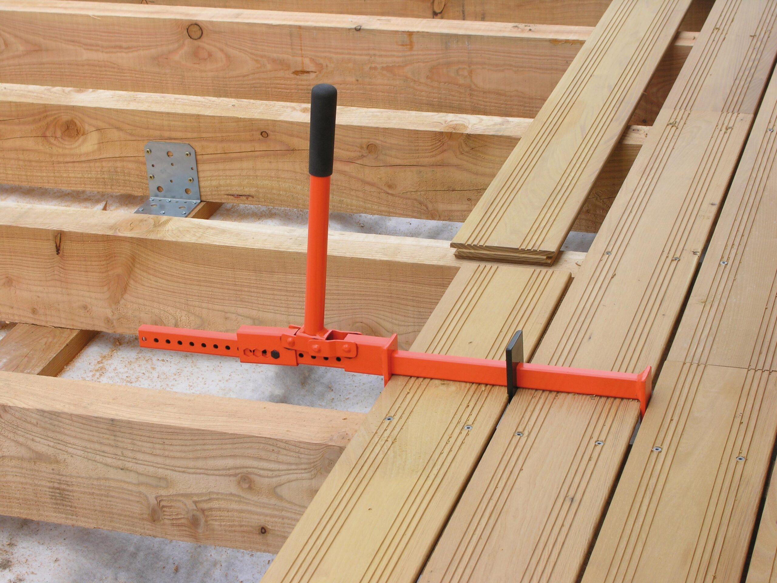 Приспособление для монтажа террасной доски, пола и обшивки стен